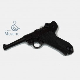 Luger P08 - Bakelite Handles